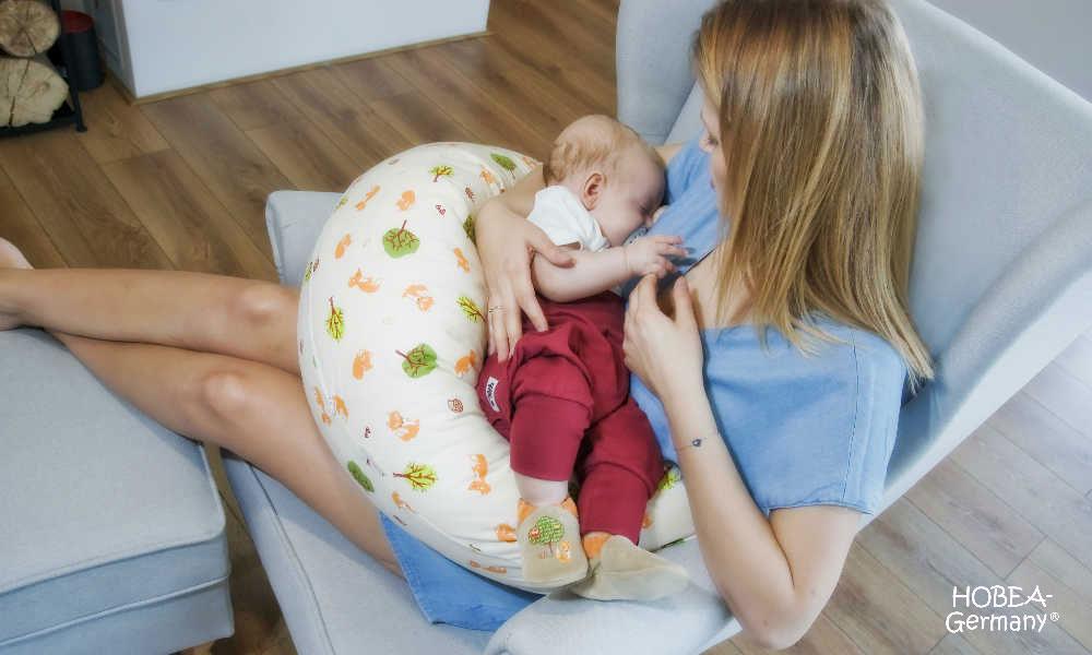 gratis babyprobe hobea stillkissen zum stillen schlafen. Black Bedroom Furniture Sets. Home Design Ideas